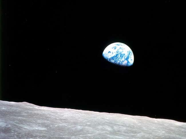 Apollo8_Moon_Earth.jpg